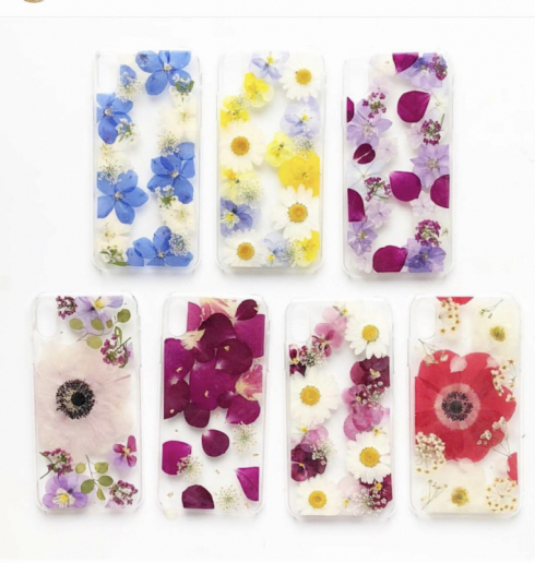 おしゃれで華やかな花柄iPhoneケースは女性へのギフトにぴったり♪