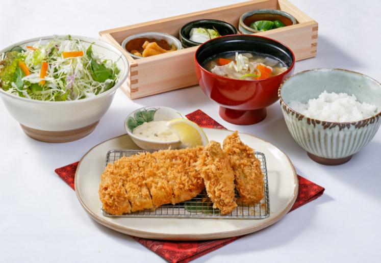 1番人気!やまと豚ロース&カキフライ膳 ¥1,980(税別)