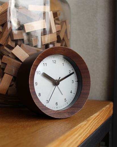 アラーム付き木製置時計「ANALOG ALARM CLOCK NIGHT LIGHT」