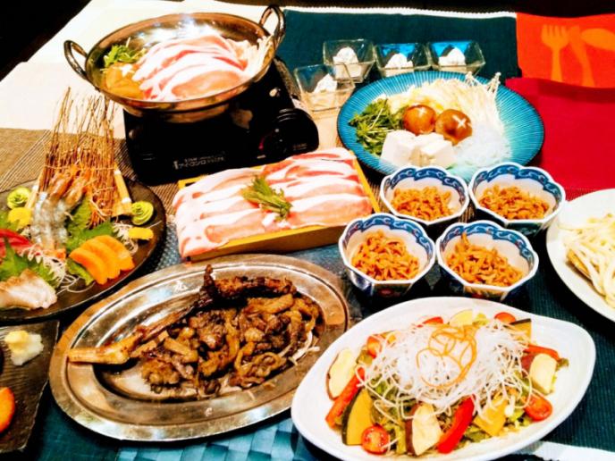 一周年記念メニュー<彩りサラダ、鹿児島近海刺身盛り合わせ、地鶏もも焼き、特選豚のすき焼き 他全8品>