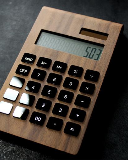 12桁表示の木製ソーラー電卓「Solar Battery Calculator Desk Type」