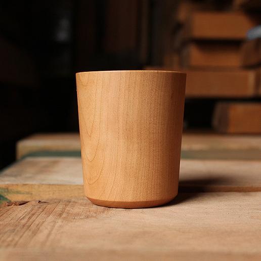 天然の木から削り出して仕上げた、薄さ約2mmの木製コップ・カップ 「Wooden Cup 230」