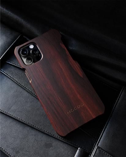 手作り感を活かした無垢のiPhone 12/12Pro用木製アイフォンケース
