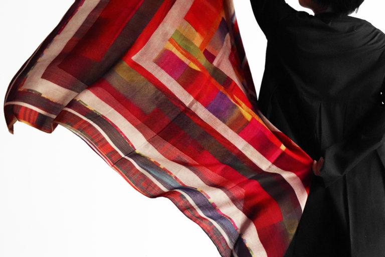 NEW / 正方形のシルクウールスカーフ