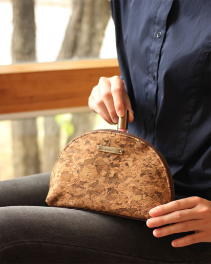 【Pick up!】たまご型のかわいいコルク製ポーチ・小物入れ「CONNIE Oval Pouch」