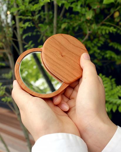 【Pick up!】おしゃれでかわいいコンパクトなスライドミラー「Compact Mirror」