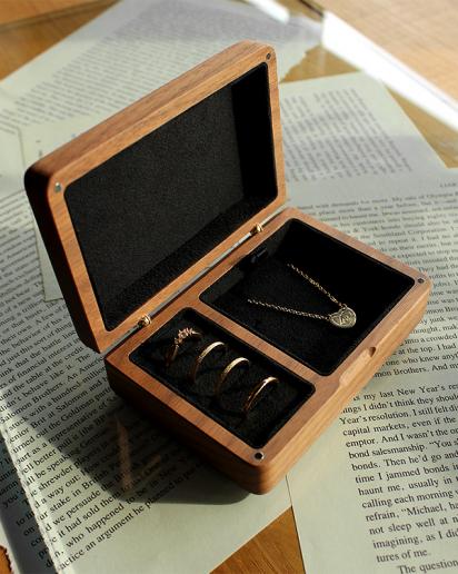 【Pick up!】アクセサリーを美しく収納できる格調高いケース「Jewelry Box」