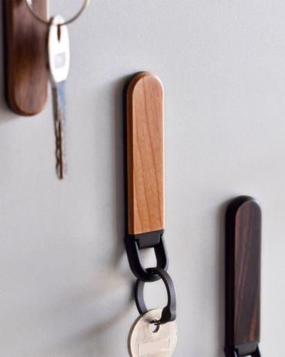 【New item!】鍵の居場所を作るマグネット付き木製キーホルダー 「KEYHOLDER MAG」