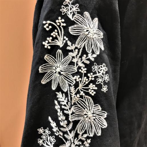 【おすすめ】刺繍が主役!1枚でコーディネートが決まる、麻素材のお洋服