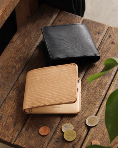【pick up!】本物の木目を型押し、本革の二つ折り財布「WOODY Slim Wallet Half」