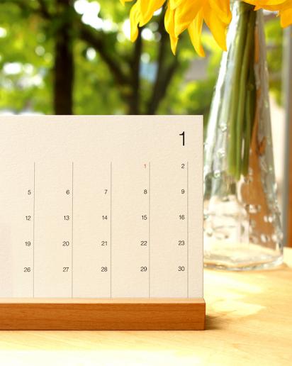 【送別ギフト】シンプルな卓上木製カレンダー「Desk Calendar」
